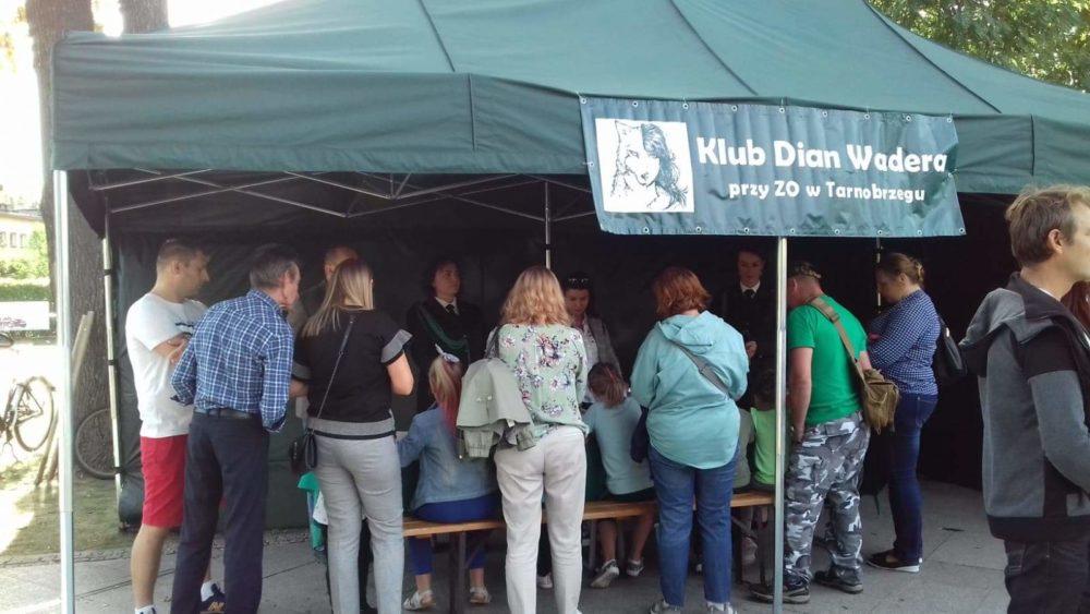Klub Dian Wadera na pikniku myśliwskim w Nowej Dębie.