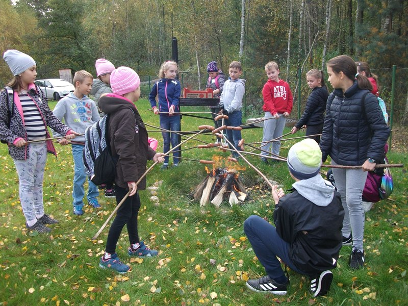 Uczniowie ZS w Kocudzy i złota polska jesień