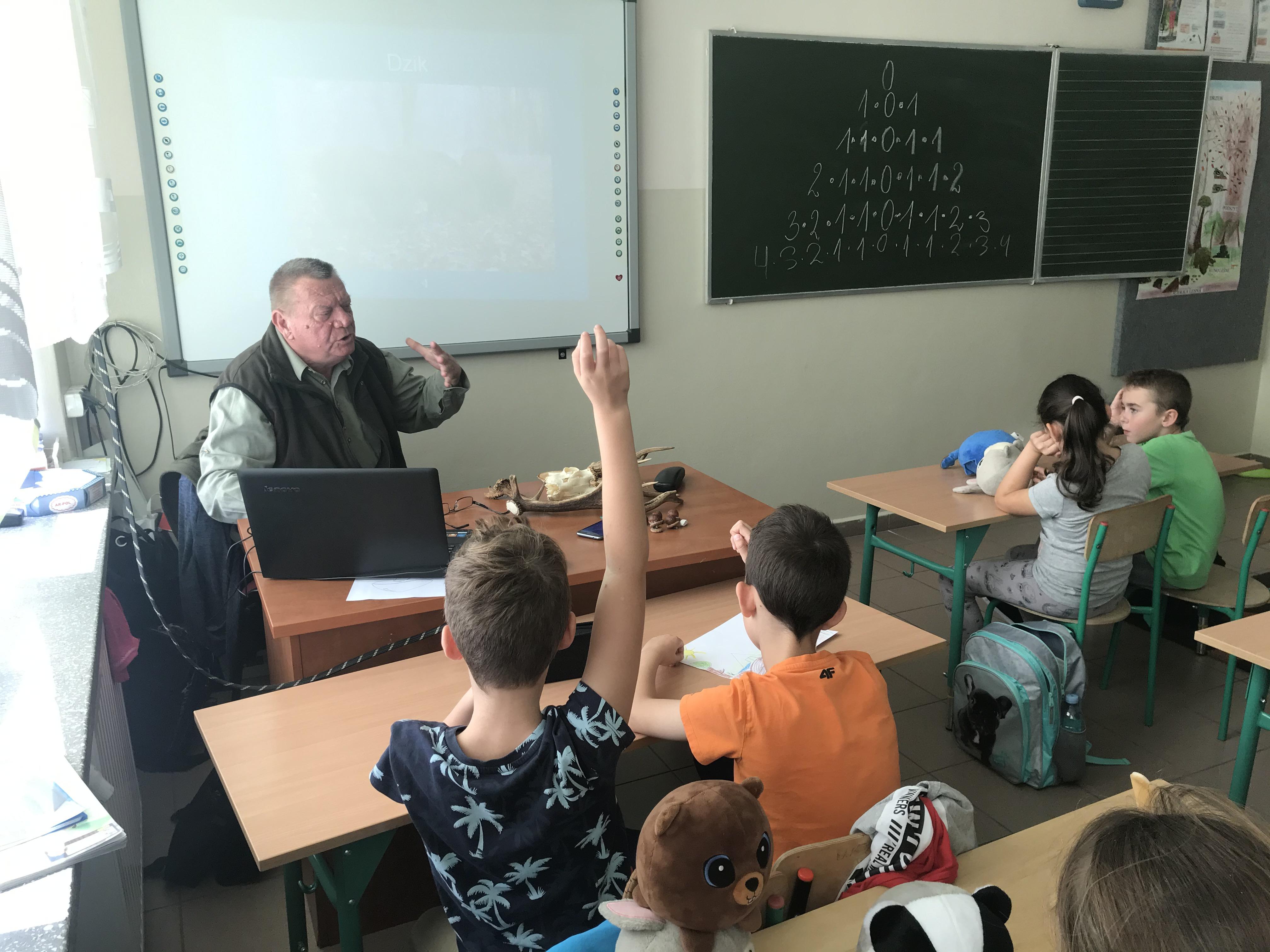 Zajęcia edukacyjne👩🏫 dla uczniów klasy III w Zespole Szkół w Radomyślu nad Sanem.